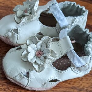 Robeez white leather flower baby shoes